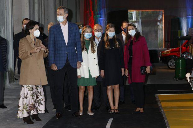 Los Reyes Felipe VI y Letizia junto a sus hijas en Oviedo. /Gtres
