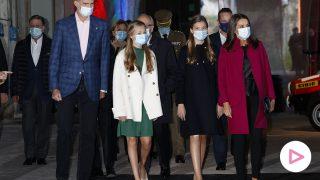 Los Reyes Felipe VI y Letizia junto a sus hijas en Oviedo./Gtres