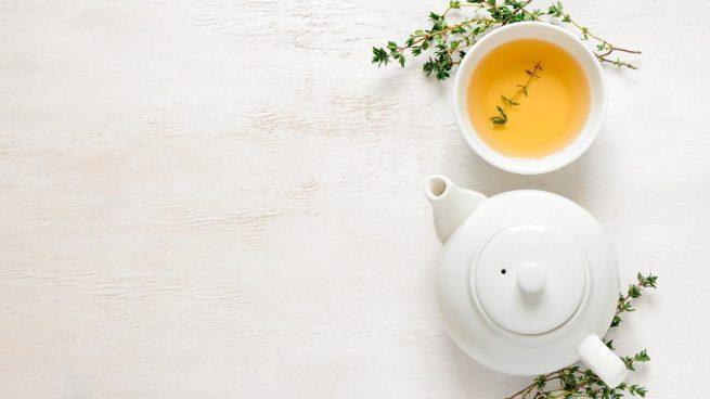Estos son los motivos por los que querrás beber té blanco cada día