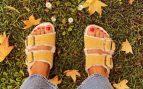 Nuria Roca nos enseña a llevar las sandalias de otoño que te encantarán u odiarás