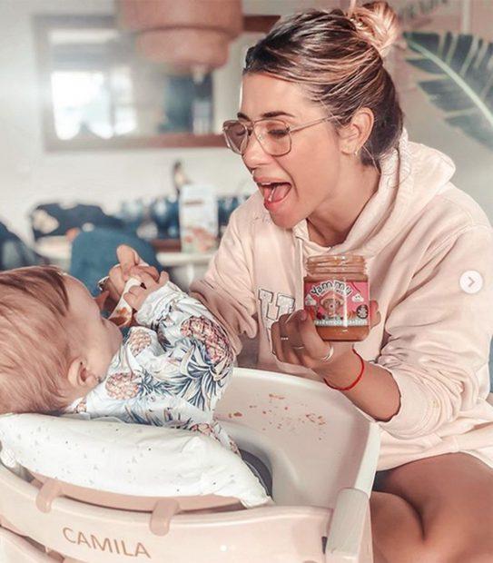 Elena Tablada promocionando comida para bebés/Instagram @hellentablada