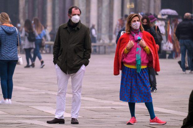 Ágatha Ruiz de la Prada y Luis Gasset en la Plaza San Marco de Venecia -Italia-./Gtres