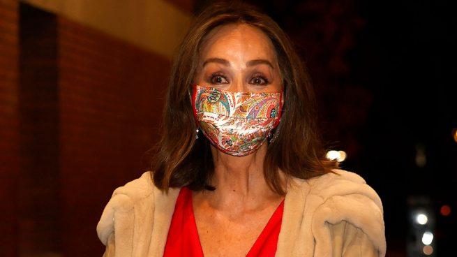 Isabel Preysler con la mascarilla de Etro ideal para Letizia/Gtres