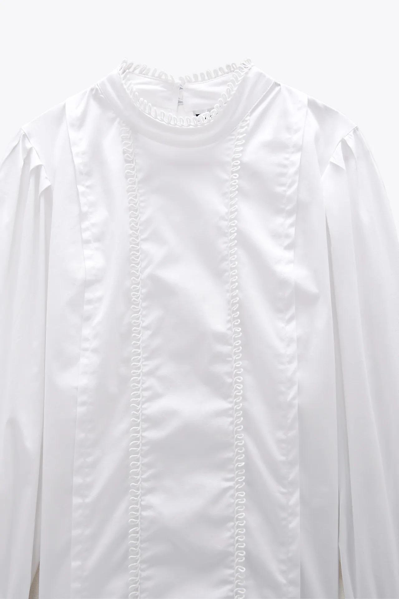Laura Matamoros sorprende con esta camisa blanca de Zara en un look muy femenino