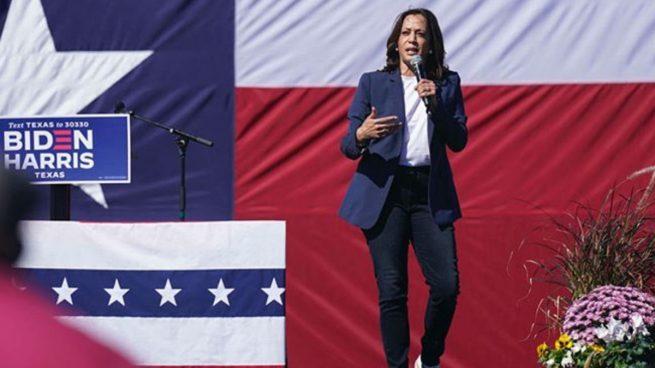 El uniforme de campaña de Kamala Harris con traje y unas Converse recorre Estados Unidos