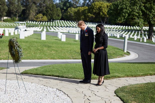 Meghan y Harry en el Cementerio Nacional de Los Ángeles./Gtres