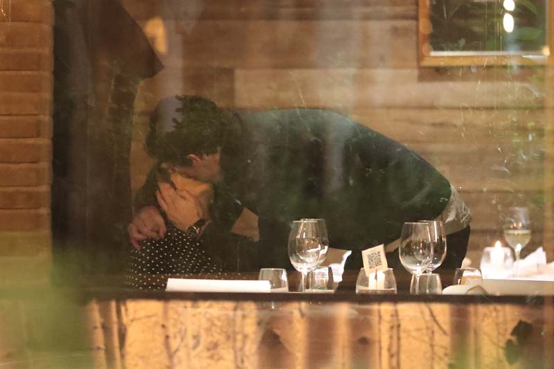 Tamara Falcó y su novio, Íñigo Onieva, se comen a besos en Madrid