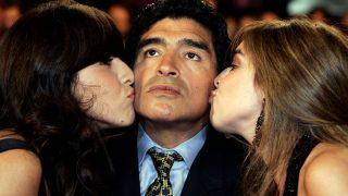 Maradona y dos de sus hijas / Gtres