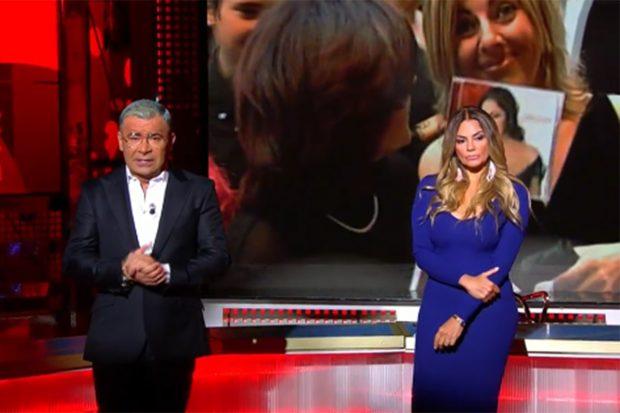 Jorge Javier Vázquez y Sylvia Panoja en el especial 'Cantora: la herencia envenenada'./Telecinco