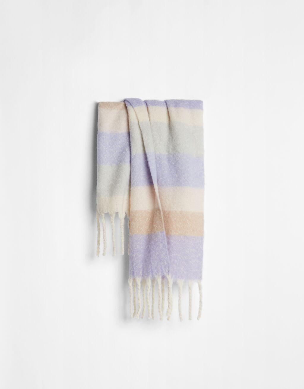 Prepárate para el frío con las mejores bufandas de Bershka, grandes, calentitas y baratas