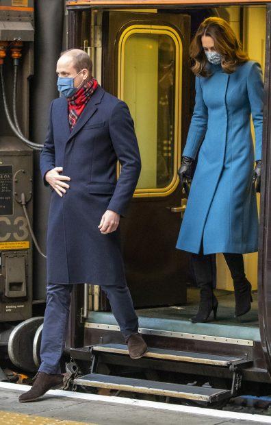 El príncipe Guillermo y Kate Middleton en el Royal Train./Gtres