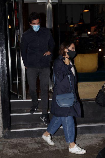 Tamara Falcó e Íñigo Onieva saliendo de un restaurante de Madrid./Gtres