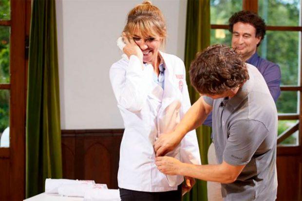 """""""Podrías ser cocinera profesional"""", le dijo Jordi Cruz antes de ponerle su chaquetilla/Gtres"""