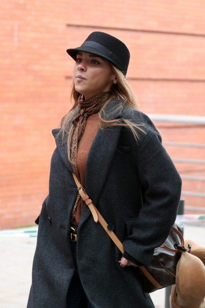 Chenoa paseando por las calles de Madrid con un bolso de Louis Vuitton./Gtres