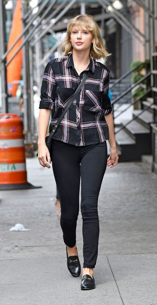 Los míticos zapatos de colegio han vuelto para quedarse y tienen en Taylor Swift a su mejor embajadora/Gtres