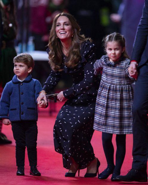 Kate Middleton, el príncipe Louis y la princesas Charlotte en un evento en Londres./Gtres