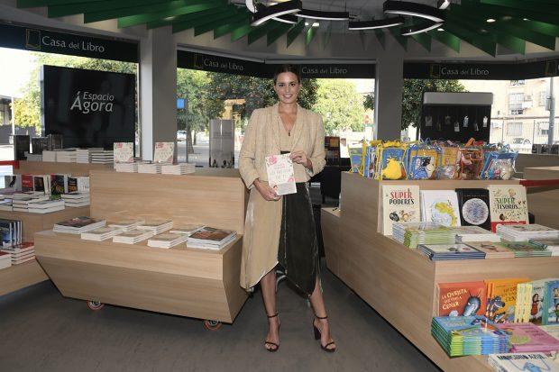 Claudia Osborne ha presentado 'Lo mejor de ti' en una libreria de Sevilla./Gtres