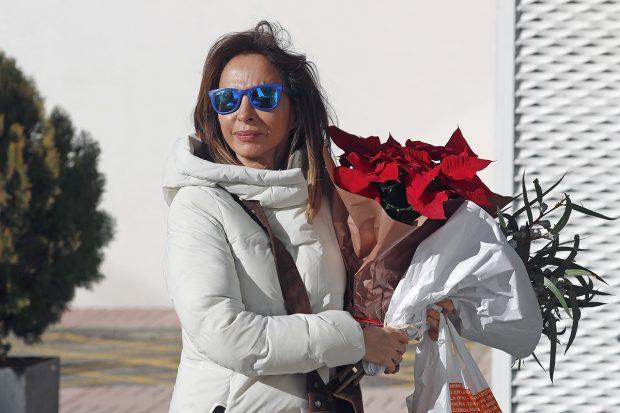 María Patiño conuna flor de Pascua./Gtres