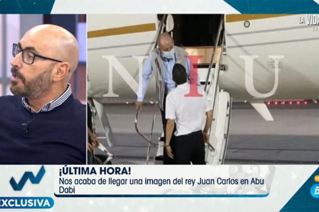 Don Juan Carlos bajando de una avión hace unos meses./Nius