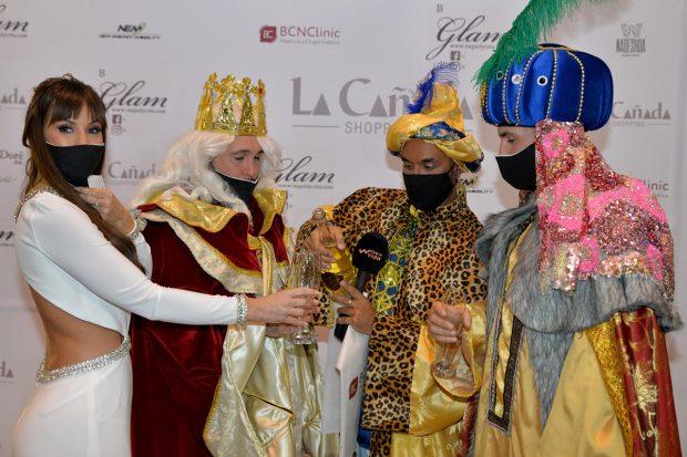 Kiko Rivera, Luis Rollán, Omar Montes y Fani ejerciendo de Reyes Magos./Gtres