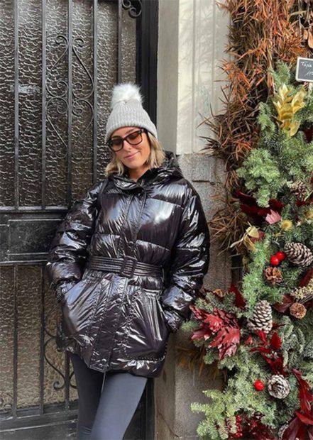 Anna Ferrer con un look 'total black' combinado con un gorro gris./Instagram @annafpadilla