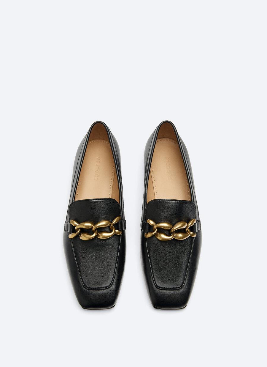 Estos son los zapatos de Uterqüe de rebajas que ha llevado la reina Letizia