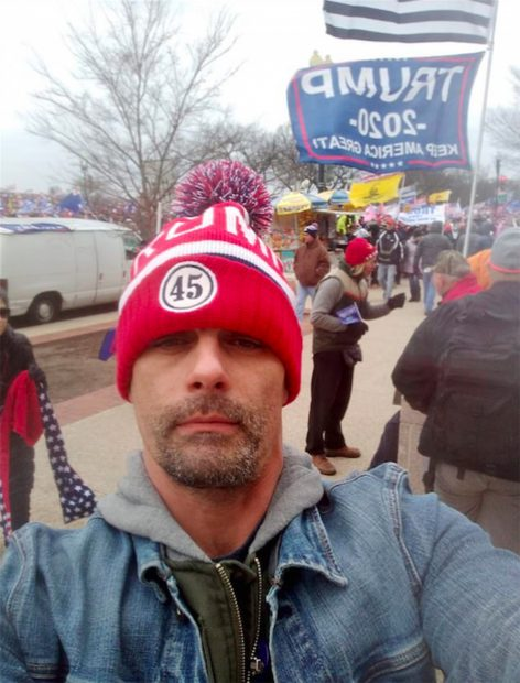 Jason Allen Alexander, asalta el Capitolio./Facebook