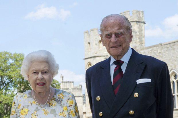 La reina Isabel II y el duque de Edimburgo en una imagen de archivo./Gtres