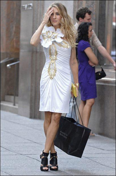 Este es uno de los vestidos más míticos de Carrie Bradshaw en 'Sexo en Nueva York'./Gtres