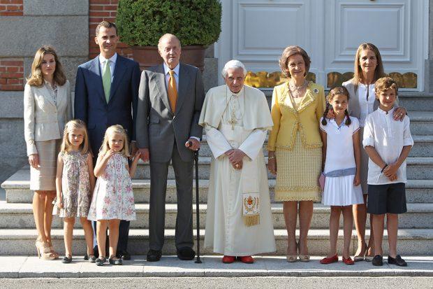 La reina Letizia, el rey Felipe VI, doña Sofía, don Juan Carlos, la princesa Leonor, la infanta Sofía, la infanta Elena, Victoria Federica y Froilán de Marichalar./Gtres