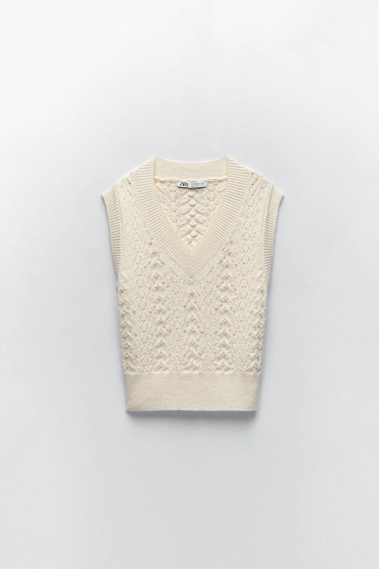 Amelia Bono y su chaleco de punto blanco de Zara que parece hecho a mano