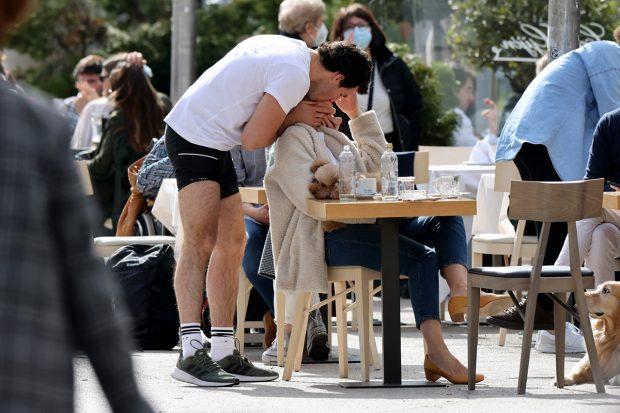 Tamara Falcó e Íñigo Oniega besándose./Gtres