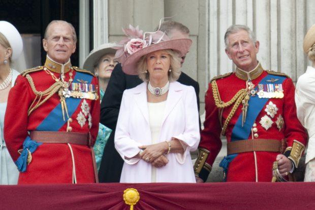 El duque de Edimburgo, la duquesa de Cornualles y el príncipe Carlos en una imagen de archivo./Gtres