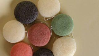 Qué es y cómo se puede usar la esponja konjac para limpiar el rostro