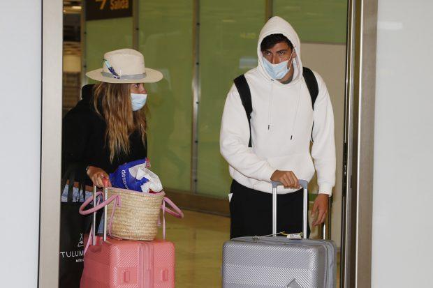 Anita Matamoros y David Salvador llegan de sus vacaciones en Riviera Maya./Gtres