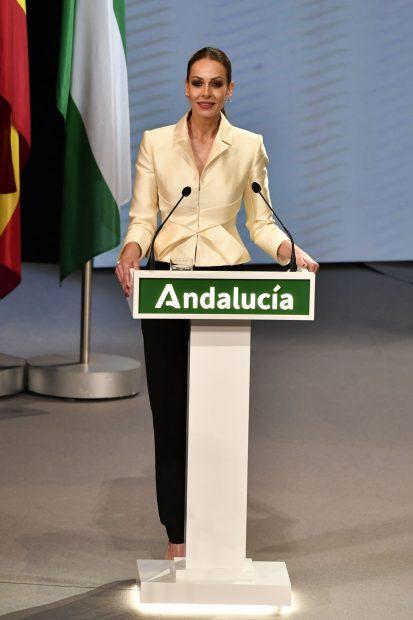 Eva González presentando la gala de la Entrega de Medallas de Andalucía./Gtres