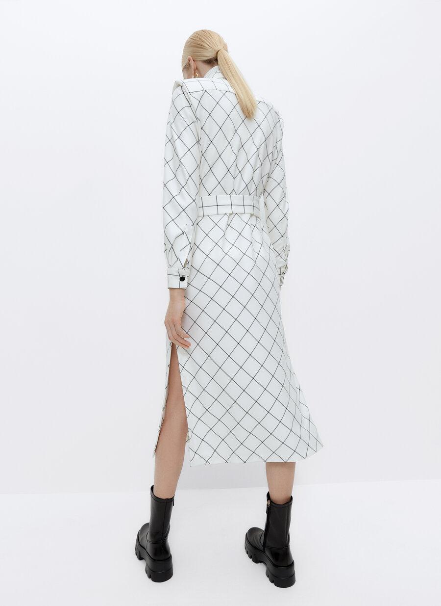Este es el vestido con descuento de Uterqüe que te convierte en estrella de Hollywood