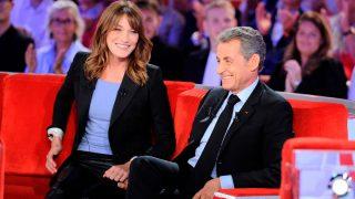 Carla Bruni y Nicolás Sarkozy, durante una entrevista en televisión / Gtres