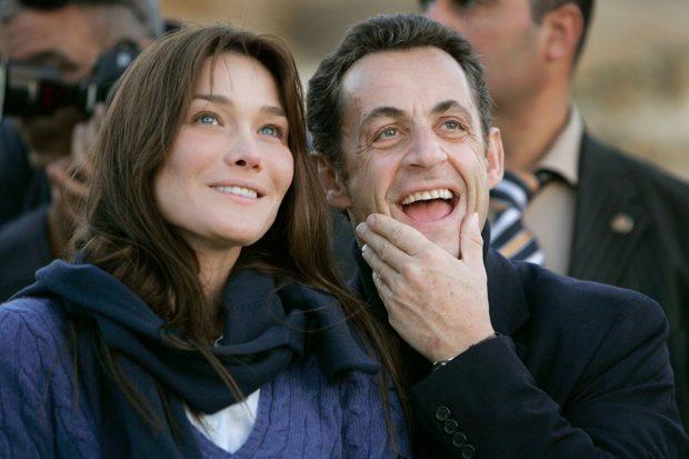 Carla Bruni y Nicolás Sarkozy, en una imagen de uno de sus primeros viajes juntos / Gtres
