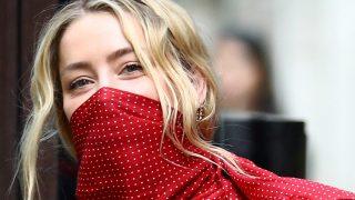 Amber Heard con un pañuelo a modo de mascarilla / Gtres