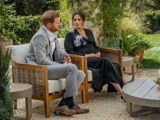 """El príncipe Harry se mostró muy preocupado durante la entrevista con Oprah porque su esposa, Meghan Markle, siguiera los pasos de su madre, Diana de Gales: """"Mi mayor preocupación era que la historia se repitiera"""", dijo."""