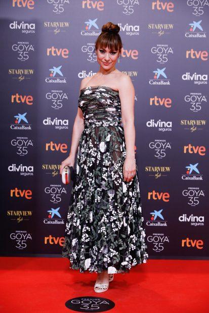 Natalia Verbeke con un vestido estampado en los premios Goya 2021./Gtres