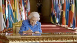 La reina Isabel durante su mensaje / BBC