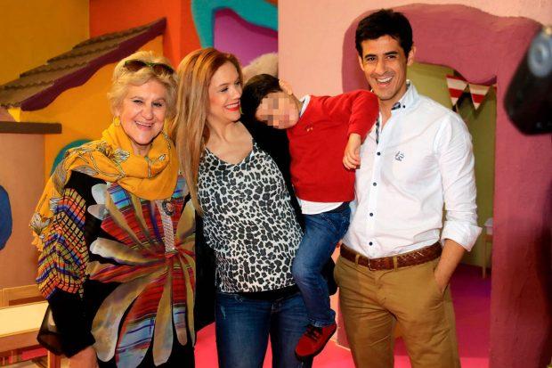 Carmen Bazán, Beatriz Trapote, su hijo y Víctor Janeiro / Gtres