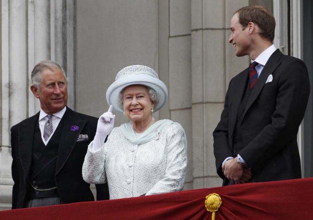 Reina Isabel II, príncipe Carlos, príncipe Guillermo
