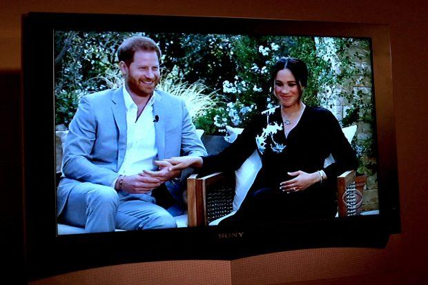 Meghan Markle y el príncipe Harry durante la entrevista con Oprah Winfrey./Gtres