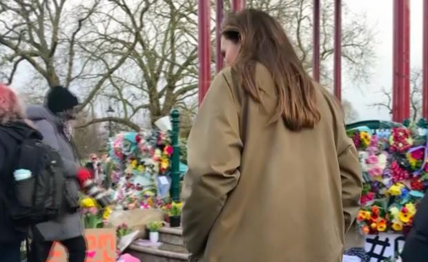 Kate Middleton rindiendo homenaje a Sarah Everard./Gtres
