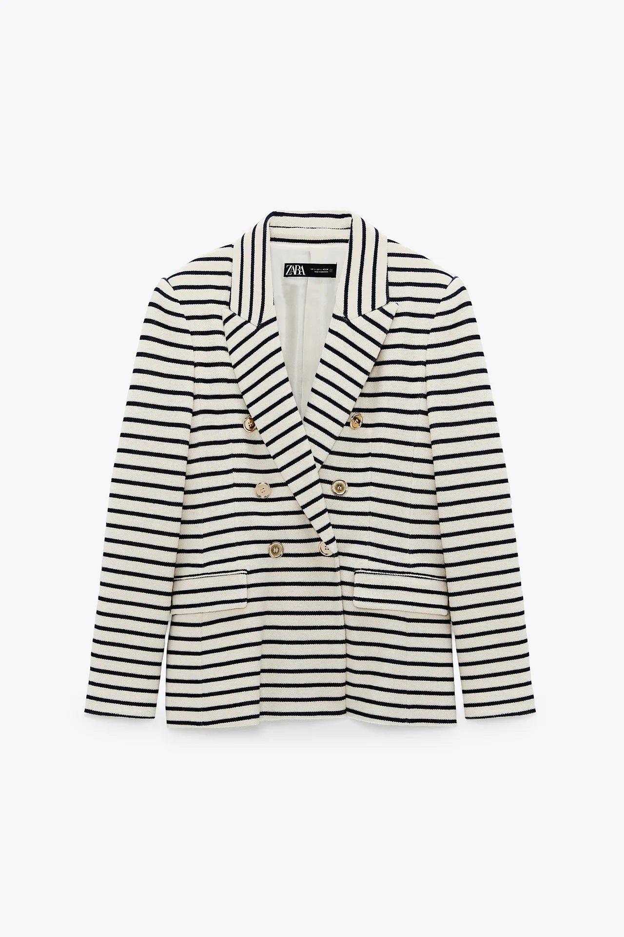Zara tiene la chaqueta de entretiempo que parece de Dior más favorecedora