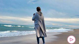 Sara Carbonero, mirando el horizonte en la playa de Almería / Mediaset