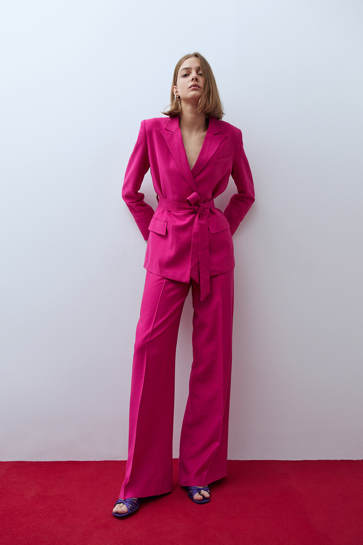 El traje rosa low cost con el que ha hecho historia Rocío Carrasco es de Sfera